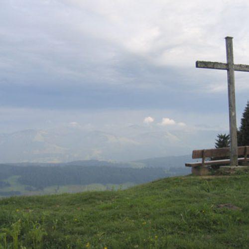 Bio Ferienhof Hagspiel Berg mit Kreuz